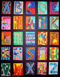 Gezamenlijk het alfabet maken. Elk kind een letter (A-6 formaat - alles omlijnen met zwarte finelijner) - de i en j bij elkaar zodat er een groepswerk van 5 bij 5 tekeningen ontstaat.