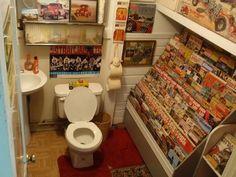 hayami:  本はトイレで読むもの? 本棚がトイレにある画像