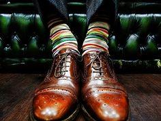 Цветные носки. Любые, сдержанных цветов.