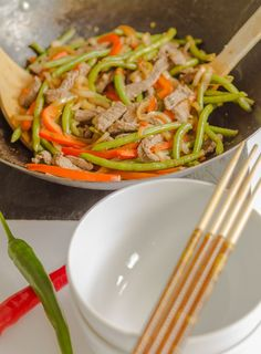 An easy, healthy and delicious chilli beef stir fry recipe with capsicum (pepper) and green beans combined in a delicious sweet kaffir lime sauce.