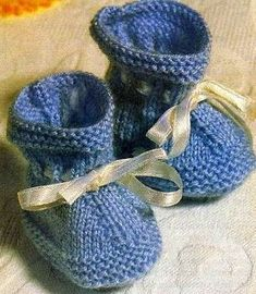 Newborn Socks – Baby and Toddler Clothing and Accesories Baby Knitting Patterns, Baby Booties Knitting Pattern, Baby Hats Knitting, Knitting Designs, Baby Patterns, Knit Baby Booties, Crochet Baby Shoes, Baby Boots, Baby Slippers