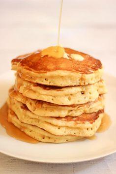 J'y pense tous les vendredis soir en m'endormant. Je ferme les yeux, bercée par les douces images de ces merveilles moelleuses. Je pense à la noisette de beurre que je ferai lentement f… #pancakes American Pancakes, Fluffy Pancakes, Pumpkin Pancakes, Keto Pancakes, Cooking Pancakes, Salty Cake, Savoury Cake, Clean Eating Snacks, Chocolate Recipes