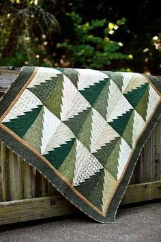 Like this Tree Quilt a lot! Pattern: Into The Woods by Connie Ewbank (used in our Timberline Flannel Quilt. Really so simple! Christmas Sewing, Noel Christmas, Christmas Crafts, Christmas Quilting, Christmas Tree Quilt, Green Christmas, Xmas Tree, Wood Patterns, Quilt Patterns