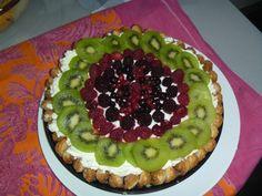 Tarta de queso con fruta y bizcochos crujientes