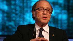 Ray Kurzweil (Nueva York, 1948) es considerado 'la máquina de pensar suprema' por Forbes y el 'legítimo heredero de Thomas Edison' por la revista Inc. Cuenta con 19 doctorados, toma 150 pastillas...