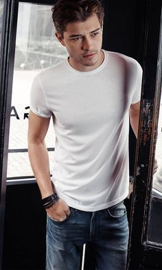 Francisco Lachowski for Express One Eleven.