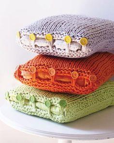 Neulo lisää sisustustyynyjä! Värikkäät nappityynyt piristävät sisustusta - Kotiliesi.fi Crochet Hats, Fashion, Knitting Hats, Moda, Fashion Styles, Fashion Illustrations