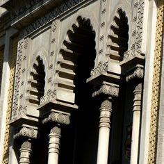 Balcón del  piso principal  de la casa Pere  llibre (1872). Passeig  de Gracia #Barcelona