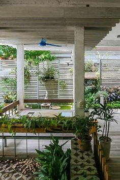 Mein Garten, a landscape architecture and horticultural design firm based in Hanoi, Vietnam, decided to create a new headquarters to showcase its work. With local architects at Studio 102, they cre…