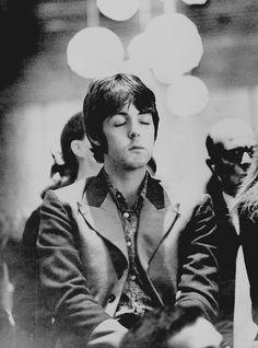 Paul meditating at the Hilton Hotel on Park Lane, London, 24th August 1967