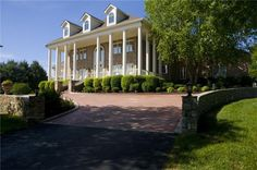 Country singer George Jones is selling his 78-acre equestrian property in Franklin, TN.