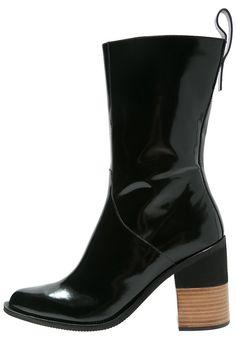 Jil Sander Navy Laarzen black, 434.95, http://kledingwinkel.nl/shop/dames/jil-sander-navy-laarzen-black-2/