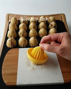 i aşk us. Tart Recipes, Cookie Recipes, No Bake Desserts, Dessert Recipes, Sugar Cookie Icing, Food Decoration, Arabic Food, Turkish Recipes, Creative Food