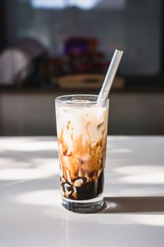 Here's a plea for Malaysians to stop queuing up at XFT and causing massive traffic congestion. Korean Tea, Korean Cafe, Milk Tea Recipes, Coffee Recipes, Boba Tea Recipe, Bubble Tea Shop, How To Make Brown, Fusion Food, Food 52