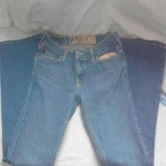 HCO jeans. Hollister size 5S flare⏳⏳⏳⏳⏳⏳⏳ Hollister 5S jeans flare medium wash I can throw in the Top If You Want It it's a medium basically you're purchasing the Hollister pants HCA California Originals inseam measures about 30 inches waist measures about 30 inches  In really good shape flight distress jean pockets otherwise fantastic make an offer if you love these jeans Jeans Flare & Wide Leg