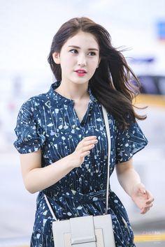 /r/kpics - for all your K-pop picture needs Pop Fashion, Girl Fashion, Fashion Outfits, Korean Beauty, Asian Beauty, Jeon Somi, Cute Celebrities, Cute Korean, Ulzzang Girl