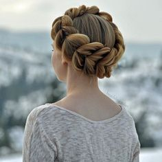 Tired of intricate updos? Braided crowns looks as equally as graceful and elegant as those hairstyles and it's not hard to do? It's not even hard to combine it with any look.