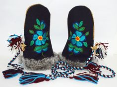 Made by: Dora Duncan, a Sahtu Dene of Colville Lake, NT. $260 Beading Ideas, Beading Patterns, Embroidery Patterns, Indian Beadwork, Nativity Crafts, Mittens Pattern, Mermaid Tails, Native American Art, First Nations