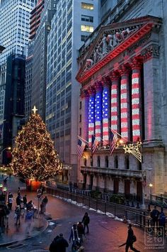Xmas at Wall Street Wall Street, New York Noel, New York City Christmas, Christmas Time, Elegant Christmas, Christmas Lights, Photographie New York, New York Winter, Empire State Of Mind