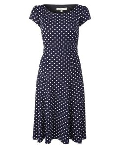 Lovely dress, great for pear/A- shapes.