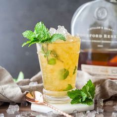 The classic mint julep recipe - made with bourbon, sugar, and fresh mint. Bratwurst Recipes, Crockpot Recipes, Classic Mint Julep Recipe, Alcohol Drink Recipes, Fresh Mint Leaves, Classic Cocktails, Holiday Cocktails, Barbie, Keto