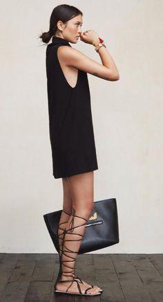 Srta-Pepis: LBD. Minimal. | Vestido negro. Sandalias. Estilo minimalista