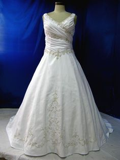 Medieval Wedding Dress in Satin and Embroidered Lace < Love the detail