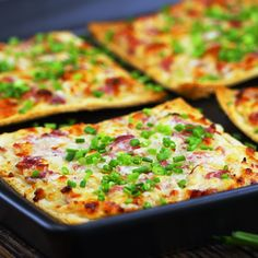 Quick tarte flambee, simple with toasted bread. Ingredients & recipe under the link. Informations About Flammkuchen Toast Pin You can Easy Cake Recipes, Easy Healthy Recipes, Soup Recipes, Vegetarian Recipes, Easy Meals, Dinner Recipes, Breakfast Recipes, Easy Cooking, Cooking Recipes