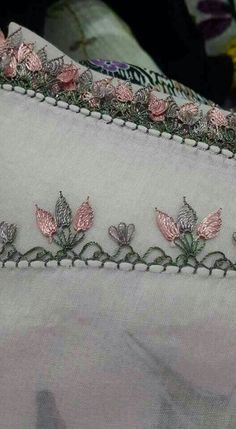 This Pin was discovered by Küb Crochet Doily Patterns, Crochet Borders, Crochet Doilies, Knit Crochet, Crewel Embroidery, Embroidery Designs, Paper Embroidery, Needle Lace, Needle And Thread