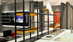 Integrar espaços e garantir funcionalidade a sua cozinha. Assim é o Orga System, uma estrutura que pode ser customizada tanto em tamanho, quanto em cores e formas. O Orga System é um sistema organizador composto de uma estrutura de 15x15 que cria elementos como porta temperos, porta objetos e pode ser projetado juntamente com as prateleiras de vidro Cinex.