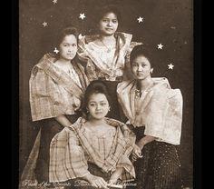 SENORITAS DE MANILA _1917 Philippines Fashion, Philippines Culture, Manila Philippines, Modern Filipiniana Dress, Intramuros, Filipina Girls, Filipino Culture, Vintage Photos Women, Mindanao
