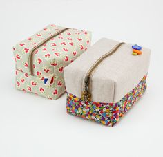 """I've seen several versions of this bag & really need one ♥ !! The clearest instructions I've seen so far have been on """"Sewitalltv.com"""" on our local PBS station.  Look for episode 704. May just be the motivation I need to """"clear up"""" some unfinished projects sooner rather than later!   ;)"""