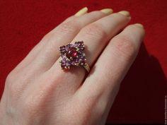 """Купить """"Милана""""-серебряное кольцо с малиновыми родолитами гранатами - брусничный, кольцо с родолитами"""
