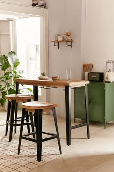 Breakfast Bar Small Kitchen, High Top Table Kitchen, High Top Tables, Small Kitchen Tables, Table For Small Space, Small Spaces, Breakfast Bar Table, Small Apartments, Small Kitchens