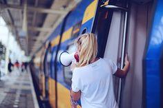 ALL EYES ON US! Zondag kwamen wij, geheel in stijl, in onze eigen trein aan op Amsterdam Centraal voor de Damloop. NS dankjewel voor een vliegende start!