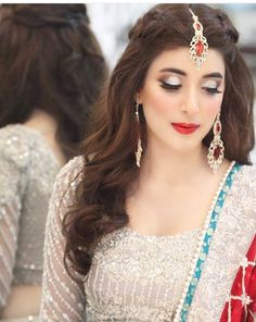 The Gorgoeus Urwa Tul Wuska Pakistani Bridal - indian hairstyles 2019 indian hairstyles male Pakistani Wedding Hairstyles, Mehndi Hairstyles, Pakistani Bridal Makeup, Open Hairstyles, Indian Hairstyles, Formal Hairstyles, Bridesmaid Hairstyles, Everyday Hairstyles, Celebrity Hairstyles