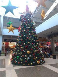 Árbol Navideño en el centro comercial Mega outlet La Floresta, en Bogotá Outlet, Christmas Tree, Holiday Decor, Home Decor, Shopping Mall, Colombia, Homemade Home Decor, Xmas Tree, Xmas Trees