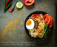 healthy dinner recipes for two. Instant noodles with spicy seasoning, vegetables and salted egg. Protein Noodles, Clean Eating, Healthy Eating, Salted Egg, Drying Pasta, Healthy Food Delivery, Fresh Pasta, Love Eat, Food Staples