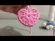 Textiles, Origami, Projects To Try, Crochet Patterns, Heart, Youtube, Tutorials, How To Make Keychains, Crochet Heart Patterns