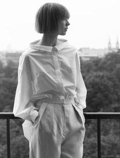 Contemporary Fashion - crisp white shirt with exaggerated collar // Vika Gazinskaya Crisp White Shirt, White Shirts, Collar Designs, Shirt Designs, Estilo Tomboy, Looks Style, My Style, Moda Chic, Fashion Details