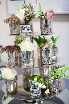 White Wedding Bouquet.  Visit : http://flowersvalentinesday.blogspot.com/2012/05/black-white-wedding-bouquet-table.html