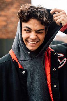 Noah Centineo Talks His New Netflix Films, Camila Cabello, And Why He's A Hopeless Romantic - x - Celebridades Beautiful Boys, Pretty Boys, Nice Boys, Hopeless Romantic, Hot Boys, Cute Guys, Really Hot Guys, Celebrity Crush, Cute Celebrity Guys