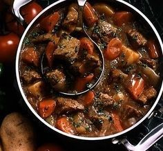 Julia Child's Boeuf Bourguignon Dutch Oven Julia Child's beef bourguignon.This takes FOUR HOURS and an entire day to make (the right way) but it's honestly the biggest mouthgasm in the world. Dutch Oven Recipes, Beef Recipes, Cooker Recipes, French Recipes, Dutch Oven Meals, Dutch Oven Beef Stew, Dutch Ovens, Eat This, Low Sodium Recipes