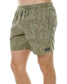 Features: Mens Beachshorts Colour: Deszczyk Print Material: Cotton Elastic waist with drawcord Front side pockets one with zip closure Single back pocket with velcro closure Woven branding labelSize + Fit Guide: Model's Height: 190cm Model's Chest: 97cm Model's Waist: 81cm Model is wearing: M/32