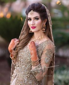 bridal jewelry for the radiant bride Bridal Mehndi Dresses, Wedding Party Dresses, Wedding Outfits, Wedding Attire, Wedding Themes, Dress Party, Party Wear, Pakistani Bridal Hairstyles, Indian Bridal Fashion