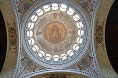 Basilique Saint Martin de Tours (37000) - Dôme, vu du chœur, avec saint Martin au centre