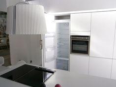 Las placas modulares dominó no son exclusivas en el diseño de grandes cocinas con una amplia encimera, también se pueden instalar en cocinas más reducidas, ya que existen modelos para elegir de 30 y 40 cm de ancho. Por ejemplo, 2 placas modulares de 30 cm te ocuparán el mismo espacio que una placa estándar de 60 cm de ancho.
