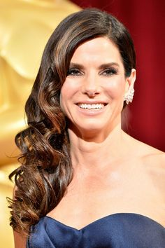 Best Hair And Makeup At The 2014 Oscars // Sandra Bullock's side swept waves