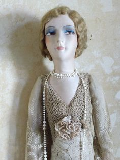 ANTIQUE FRENCH BOUDOIR DOLL  POUPEE DE SALON  POUPEE DE BOUDOIR SOFA PUPPE