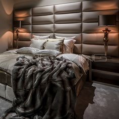 Shabby Chic Interior Design Ideas For Your Home Shabby Chic Interiors, Shabby Chic Bedrooms, Shabby Chic Decor, Bedroom Interiors, Interiores Shabby Chic, Farmhouse Style Bedrooms, Luxurious Bedrooms, Bed Design, Home Interior Design